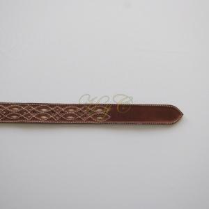 Cinturón Picado Fondo Blanco Piel Vaqueta color marrón